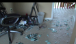 Noi probleme pentru Ikea: Clienţii se plâng că mobila de sticlă explodează spontan, fără să o atingă nimeni