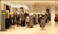 Vine URGIA: Unul dintre cei mai mari retaileri prezenţi în România ÎNCHIDE zeci de magazine şi concediază mii de oameni