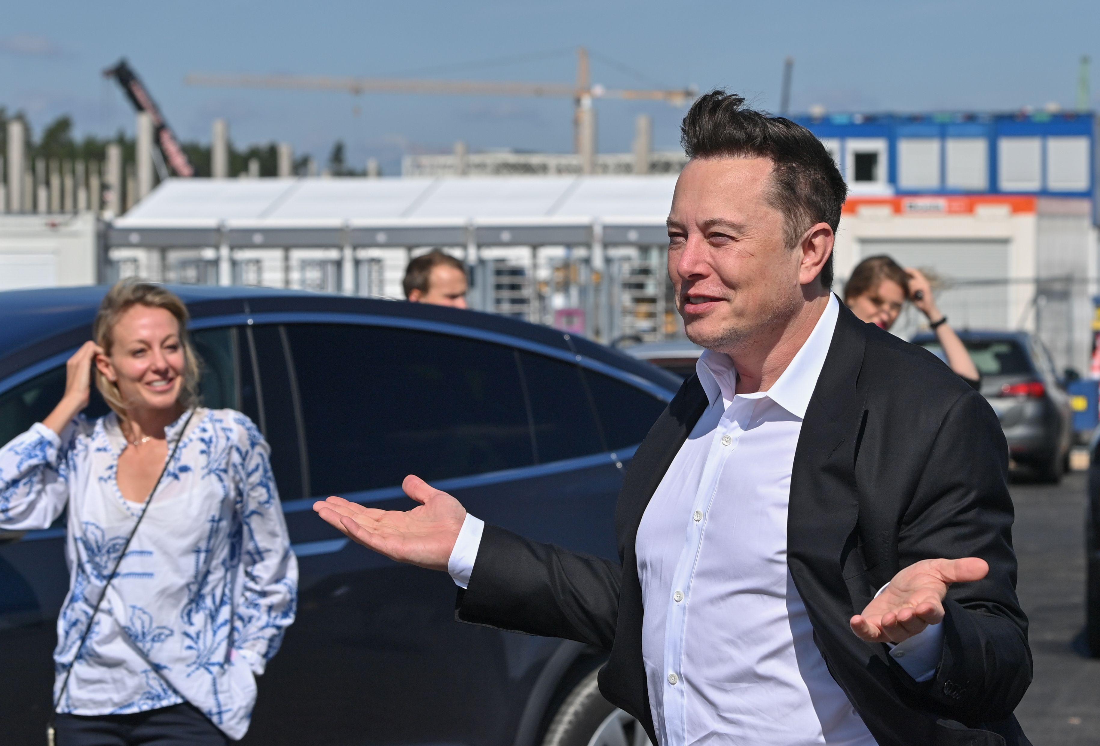 Miliardarul care cauta omul