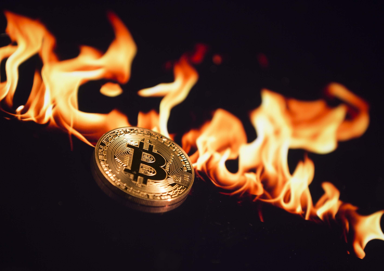 Bitcoin își continuă declinul, tot mai multe îndoieli privind boom-ul cripto