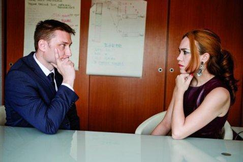 V-aţi întrebat vreodată ce spuneţi prin priviri, expresii şi postură? Ce spune un agent special SRI