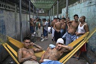 Închisoarea unde deţinuţii sunt atât de înfricoşători încât nici gardienii nu intră. Instituţia este păzită doar la exterior de poliţişti - GALERIE FOTO