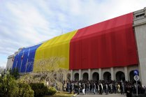 47 de parlamentari vor să schimbe steagul României