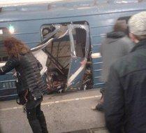 """Rusia explodează. Carnagiu în oraşul lui Putin: Explozie la metrou în St. Petersburg. Bilanţul provizoriu este de 10 morţi şi 50 de răniţi. Putin: """"Sunt luate în calcul toate ipotezele, inclusiv cea a unui atac terorist"""". FOTO, VIDEO"""