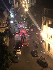 Incendiu la Piaţa Romană. Pompierii intervin cu trei autospeciale. VIDEO şi GALERIE FOTO