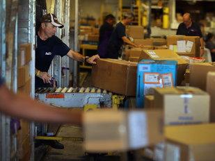 LICHIDĂRI de stoc şi reduceri MASIVE la unul dintre cei mai mari retaileri online. Vrea să SCAPE de toate produsele...