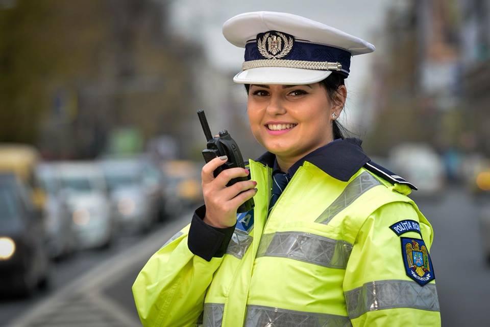 """Mesajul Poliţiei Române pentru şoferii care merg cu proiectoarele de ceaţă aprinse tot timpul a devenit VIRAL. Cum i-a făcut poliţia de ruşine pe """"smecherii"""" care încalcă legea"""