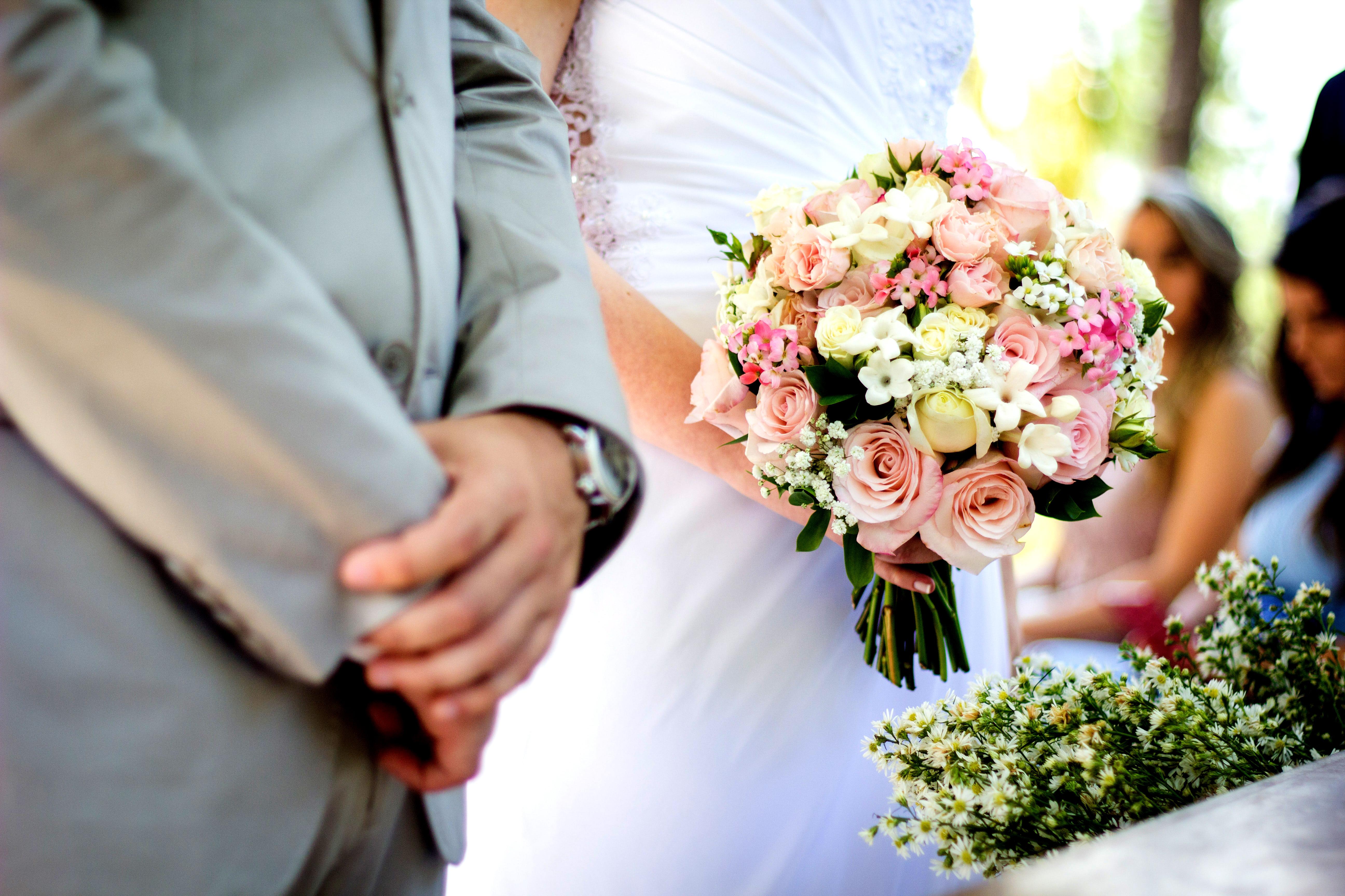 Anun? uri Femeie cautand om pentru nunta