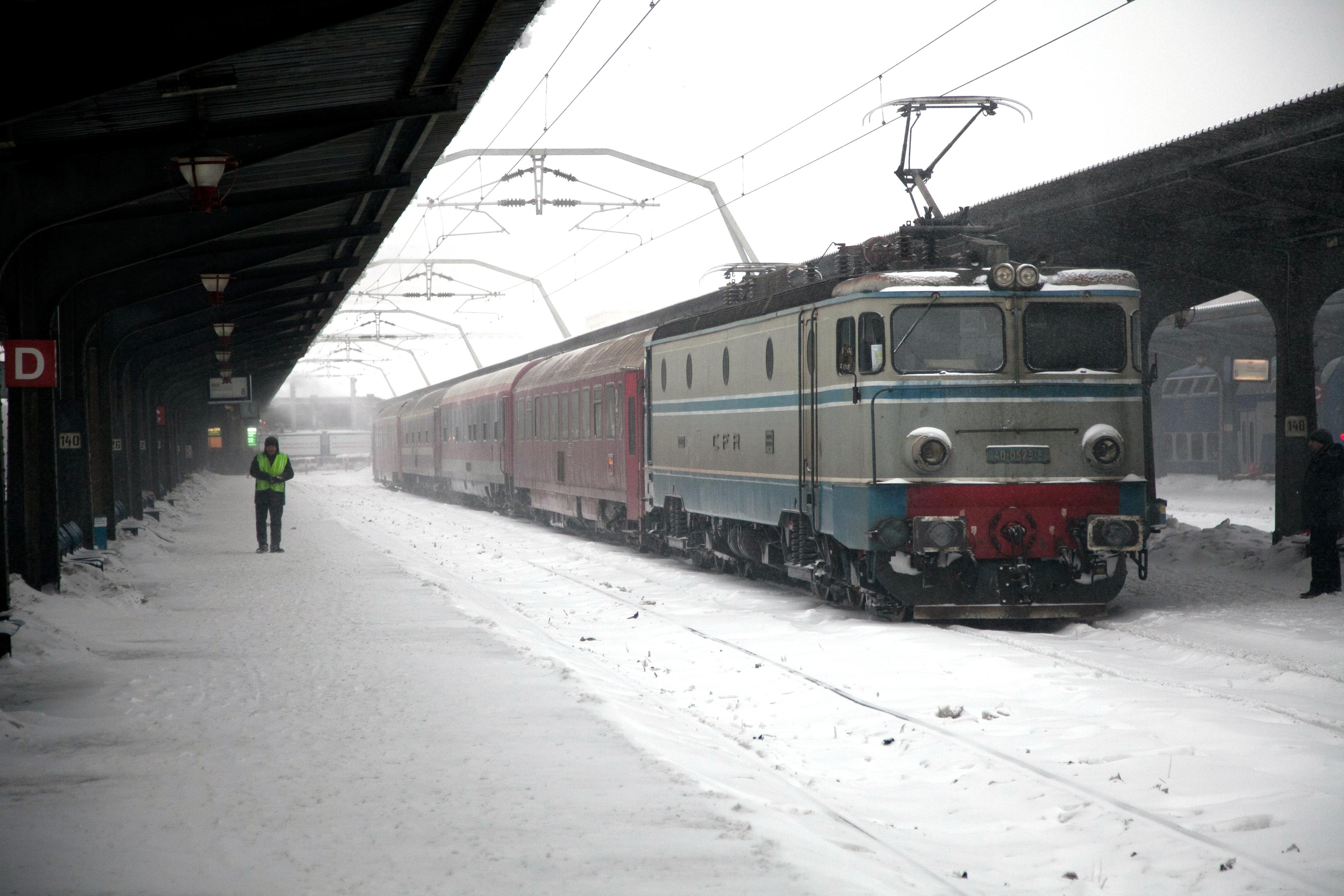 Întârzieri de 370 de minute la trenurile ce trebuie să ajungă în Gara de Nord. Pasagerii pot solicita returnarea banilor pentru cursele anulate.
