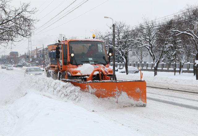 Cum a intervenit luni Primăria pentru a înlătură zăpada din Capitală