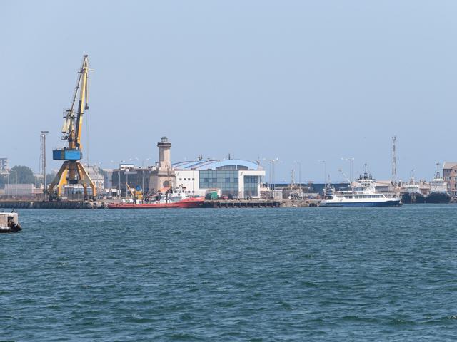Transportul de mărfuri se derulează în România pe Dunăre şi pe canalul Dunăre - Marea Neagră / Poarta Albă - Midia Năvodari, respectiv prin porturile situate la acestea. Foto Silviu Matei