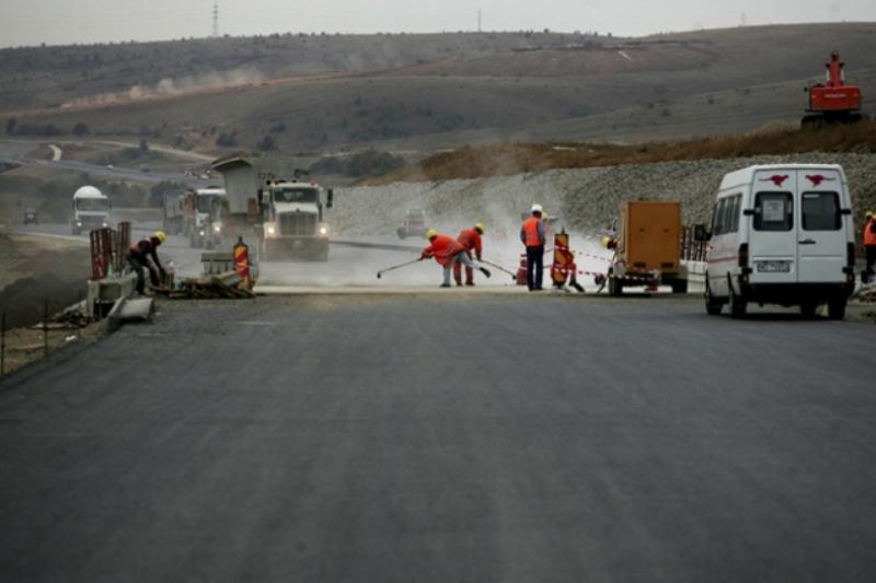 """Autostrada Comarnic-Braşov, un nou eşec? La un an de la numirea investitorilor privaţi care o vor construi, concesiunea şoselei e """"în aer"""""""