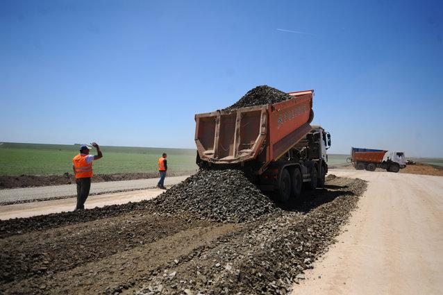 În 2012 şi 2013 niciun şantier de autostrăzi nu a fost deschis, astfel că anii 2014 şi 2015 sunt printre cei mai slabi la capitolul livrări de şosele unde limita de viteză este de 130 de kilometri la oră. Foto: Octav Ganea