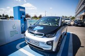 Cum poţi conduce în Bucureşti un BMW electric cu banii pe care i-ai da pe un taxi