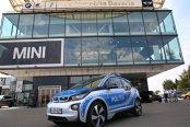 """Automobile Bavaria """"electrizează"""" Poliţia Capitalei cu un BMW i3. Galerie FOTO"""