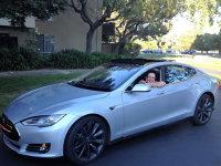 """Povestea incredibilă a unei inginere din Braşov care a participat la proiectarea şi lansarea maşinii electrice Tesla. """"Am decis să emigrez în Canada în anul trei de facultate pentru că am vrut să revoluţionez industria auto şi în ţară nu aveam unde lucra."""""""