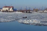 Transportul pe Dunăre este îngheţat din cauza sloiurilor