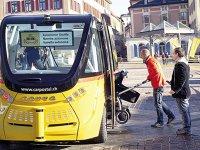 Un producător francez de miniautobuze autonome îşi testează vehiculele în Paris înainte de a le vinde în SUA