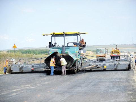 Motivul absolut ABERANT pentru care s-a oprit construcţia la una dintre cele mai AŞTEPTATE autostrăzi din România. Când veţi citi veţi crede că este o glumă. Vă asigurăm că nu e.
