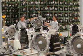 Daimler a creat 500 de locuri de muncă în fabrica din Sebeş, dar nu a solicitat până acum plata ajutorului de stat semnat în vara lui 2013