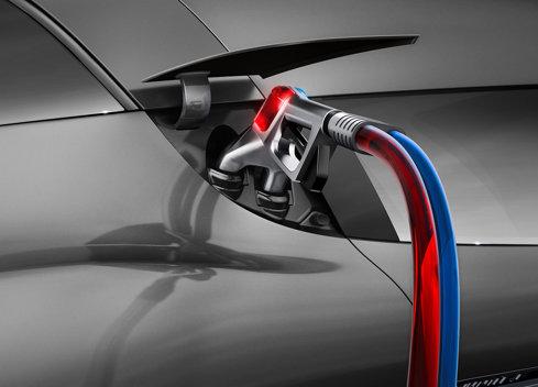 BMW: Vânzările de maşini electrice s-au triplat