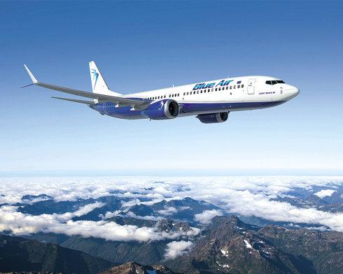 Compania aeriană Blue Air atacă poziţia de lider a Wizz Air după ce şi-a crescut traficul cu 46% în primele nouă luni din 2017