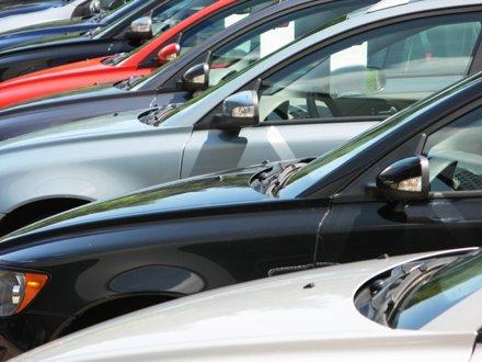 Creşterile înmatriculărilor de maşini noi şi vechi s-au temperat în septembrie
