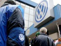 Anchetatorii efectuează noi raiduri la birourile VW
