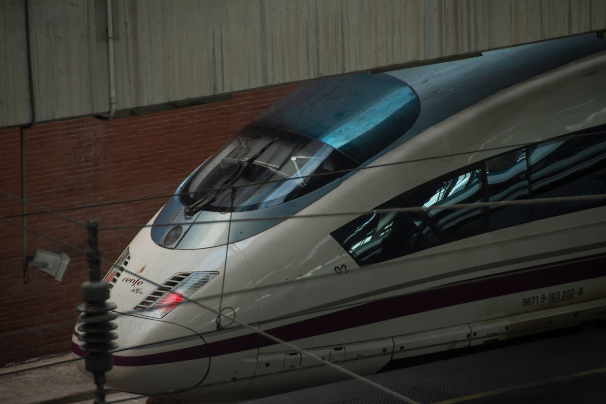 Primul tren de mare viteză Paris-Barcelona va circula de la 15 decembrie
