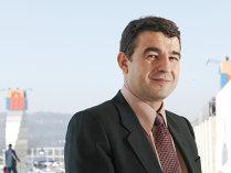 Iulian Dascălu vrea să se distanţeze de problemele externe ale grupului internaţional Steinhoff, care indirect, printr-un fond de investiţii, este prezent în afacerea Iulius Mall