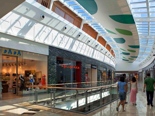 În cursa pentru miliard. Primele zece malluri din Bucureşti galopează spre afaceri de 1 mld. lei. Top zece din provincie este la jumătate