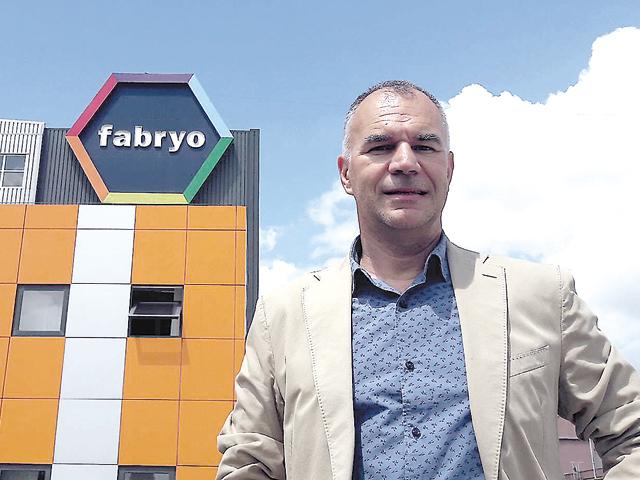 Tranzacţie pe piaţa de vopsele din România: Olandezii de la AkzoNobel preiau producătorul local Fabryo, controlat de Oresa Ventures