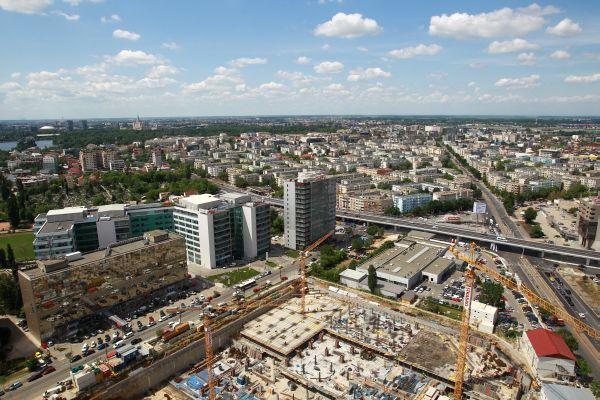 Sectorul rezidenţial îşi continuă declinul abrupt şi duce în jos întreaga piaţă a construcţiilor