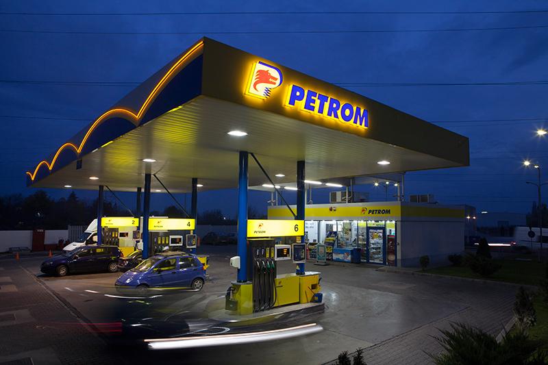 Petrom introduce benzinăria - farmacie - service - restaurant