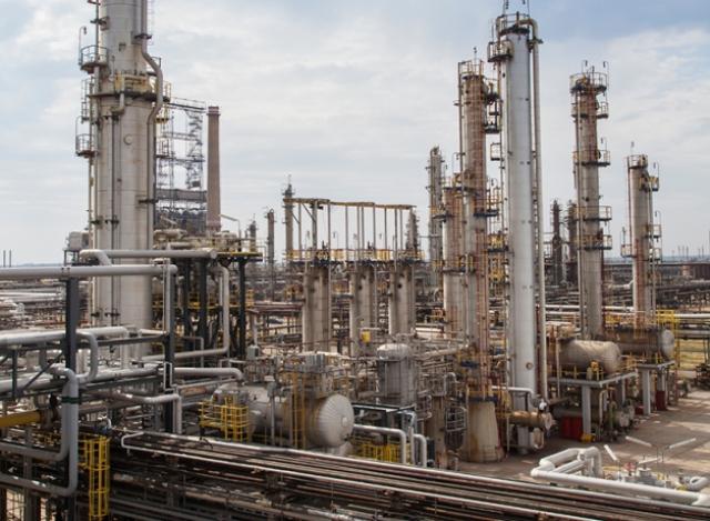 Petrom a investit 600 mil. euro ca să facă un Petrobrazi mai mic, cu mai multă motorină