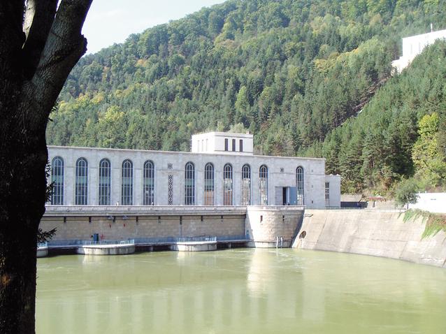 """Producătorii români de energie prind gustul exportului: """"În România nu mai avem piaţă"""""""