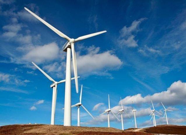 Vis pentru eoliene: de două zile turbinele ţin producţia de energie în spate