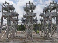 """""""Bătaie"""" pe o piaţă de 30 mld. euro: Peste 20 de candidaţi au trecut de etapa audierilor pentru un post de conducere în ANRE, autoritatea în mâinile căreia stă piaţa de energie"""