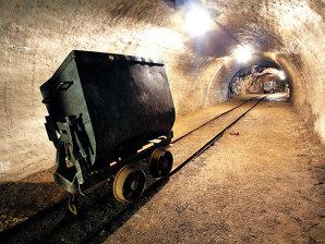 În industria extractivă mai lucrează 40.000 de oameni, la jumătate faţă de 2008
