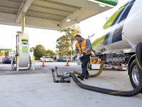 Importurile de petrol cresc continuu pentru a alimenta pofta locală de carburanţi. Rusia şi Kazahstanul iau peste 80% din factură