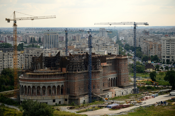 Catedrala Neamului se face băiat deştept: Hidroelectrica semnează un contract cu Patriarhia Română pentru mai multe locuri, inclusiv Catedrala