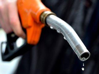 Petrom aplică a nouă scumpire la carburanţi: Preţul benzinei şi al motorinei a crescut cu 6 bani