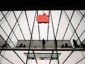 Prima scădere a veniturilor din ultimii 13 ani a măturat 40 mld. dolari din valoarea de piaţă a Apple