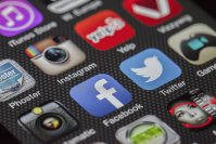 Marea Britanie ar putea impozita veniturile companiilor digitale americane precum Facebook