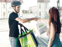 Bucureştenii pot comanda mâncare prin intermediul Uber Eats de la peste 100 de restaurante