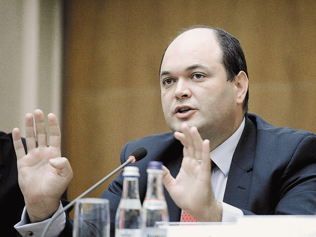 """România poate ajunge cu greu în 2014 la PIB-ul real din 2008, aproape """"la limită"""""""