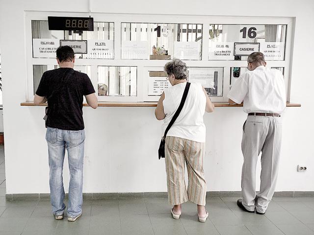 Deficitul la pensii, sănătate şi şomaj a ajuns la şapte luni la aproape 10 miliarde de(...)