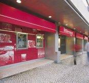 Companii din China au pus ochii pe băncile Portugaliei