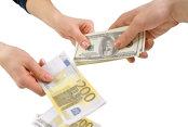 Euro-expresul zdrobeşte dolarul ajutat de determinarea lui Merkel, de problemele lui Trump şi de încrederea în economia zonei euro
