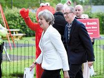 Britanicii şi-au votat parlamentarii sub un bombardament cu veşti ameninţătoare